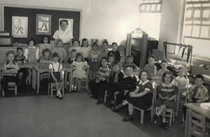 Mrs_Kennedy, Hoover School.jpgFirst Row to the Right 1st boy in striped Bob Gallione 2nd row behind Gallione a girl and Drew Stohl (light hair, stripped short sleeve shirt)